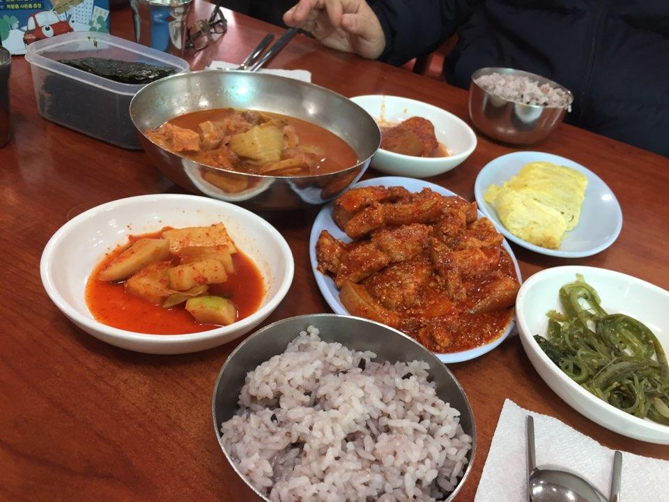 【韓国グルメ】孔徳駅近く☆家庭料理のクルダリ食堂(굴다리식당)へ行ってきた。おひとり様でもOK!